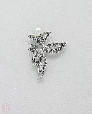 Brosa din argint model floare cu marcasite si perla alba