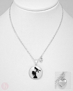 Colier din argint cu medalion rotund mama cu copil in brate si inima