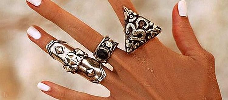 DE CE sa purtam bijuterii din argint?