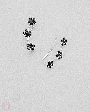 Cercei argint agrafa alungiti pe lobul urechii cu flori negre
