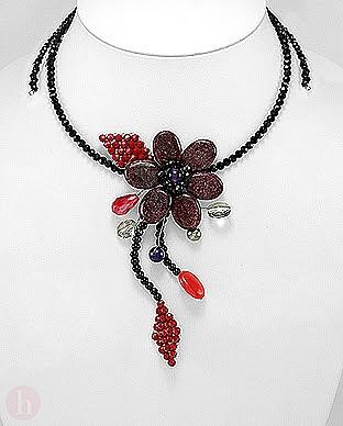 Colier fantezie model floare cu pietre si cristale