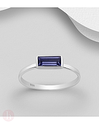 Inel din argint cu piatra swarovski violet